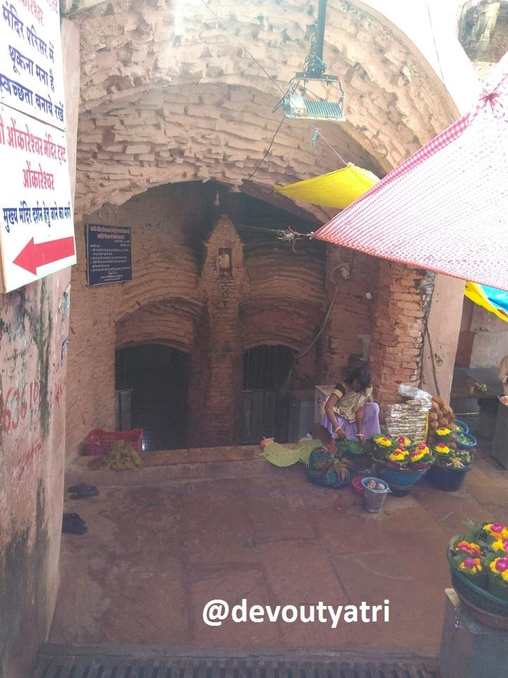 Entrance of Aadhi Shankaracharya cave in Omkareshwar